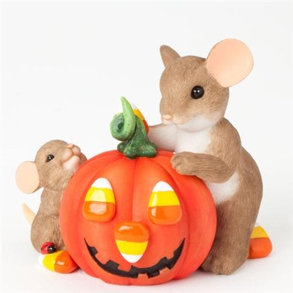 Charming Tails Mom and baby decorating pumpkin Figurine