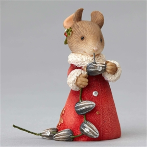 Heart of Christmas Mouse Making Sunflower Seed Garland Figurine by Foundations, 4052776