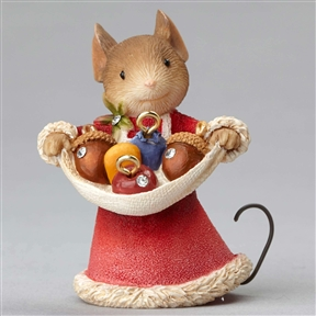 Heart of Christmas Mouse with Acorn Ornaments Figurine