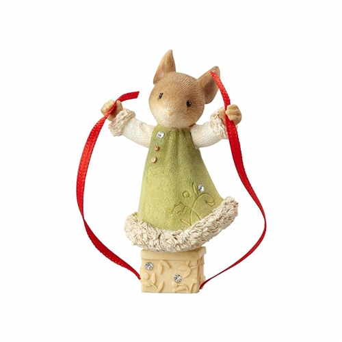 Heart of Christmas Mouse Adding Ribbon to Present Figurine