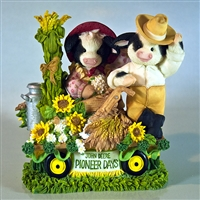 Mary's Moo Moos John Deere Couple on Float Double Figurine